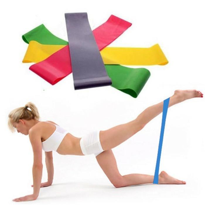 36oberschenkel-trainieren-uebungen-mit-gummiband-workout-zu-hause