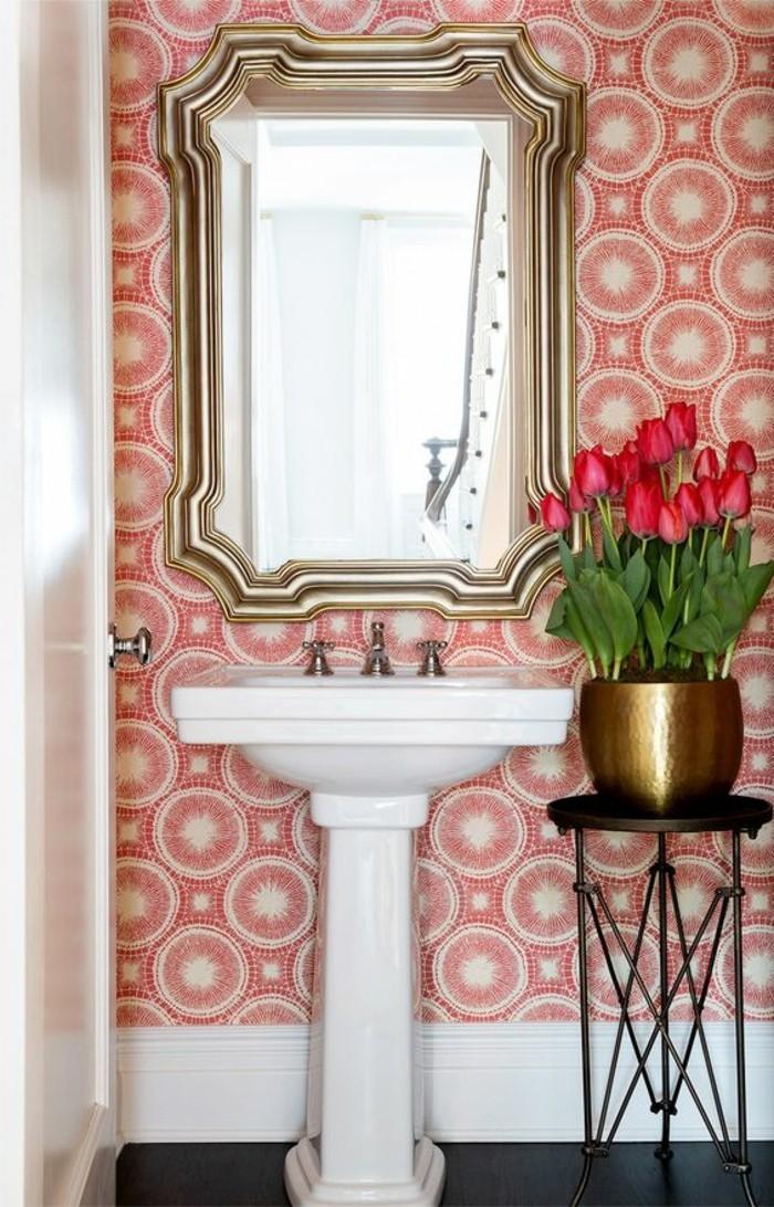 4-schone-tapeten-blumen-weiser-wachbecken-spiegel-badezimmer-tur