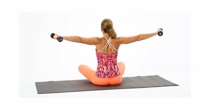 4hanteluebungen-workout-fuer-zuhause-armuebungen-bizeps-trizeps