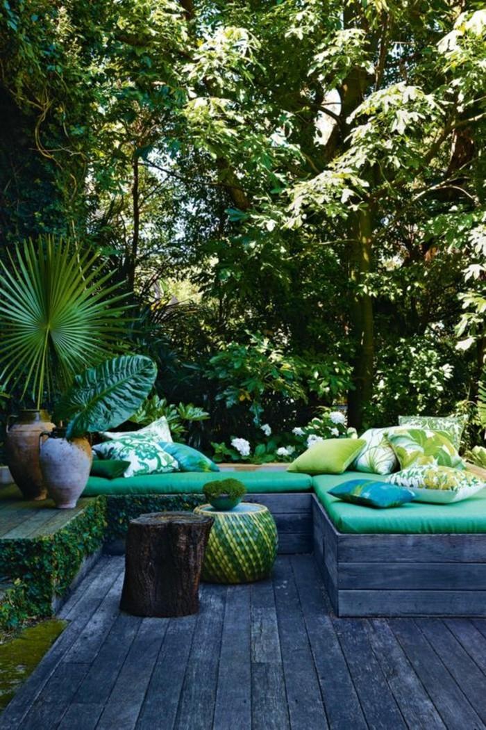 7feng-shui-farben-gruener-aussenbereich-eckcouch-gruen-holzboden-kissen-gruenen-musterbezueen-pflanzen