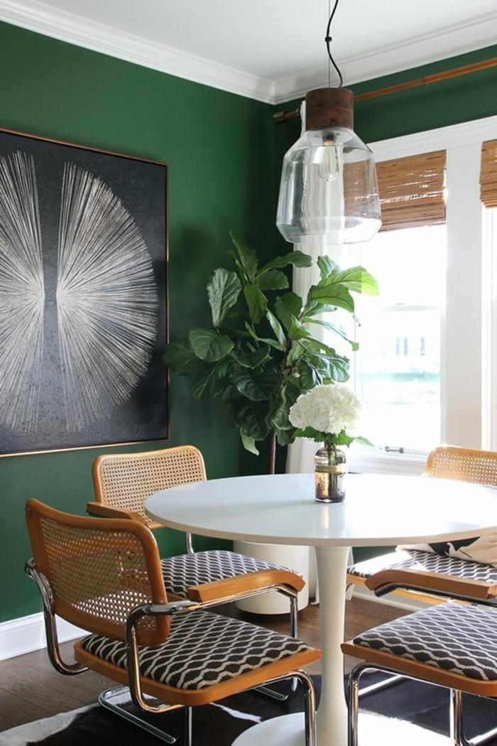 8feng-shui-farben-esszimmergestaltung-grosse-pflanze-bild-wesser-rundtisch-moderne-stuehle