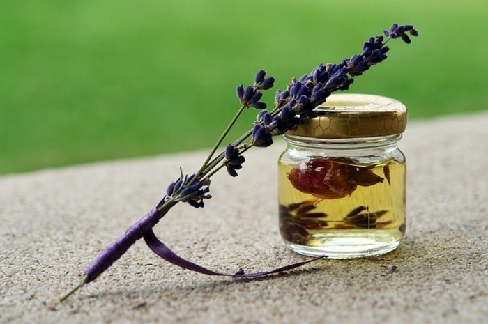 deodorant-selber-machen-aus-lavendel-in-oel