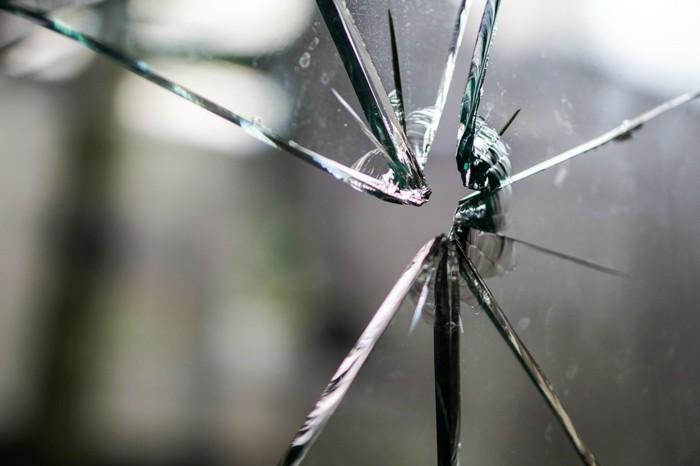 einbrueche-in-deutschland-ein-zerbrochenes-glas