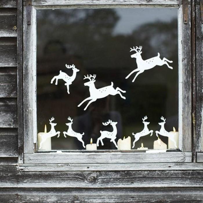 fensterbilder-weihnachten-kerzen-und-rentiere