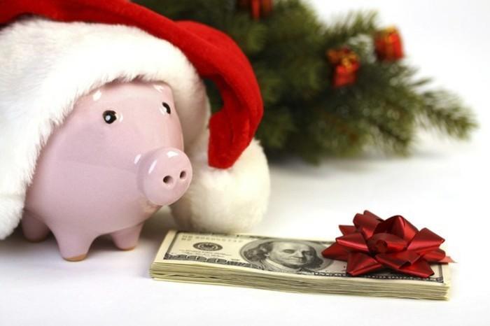 geldgeschenke-weihnachten-sparschwein-mit-muetze-und-buendel-banknoten