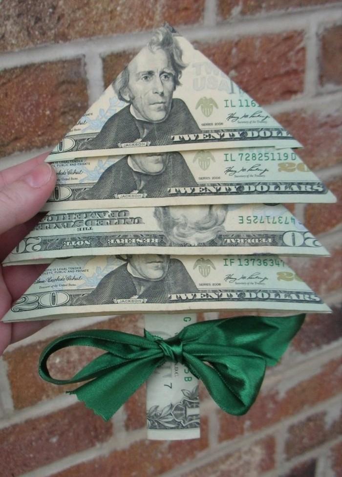 geldgeschenke-zu-weihnachten-einen-tannenbaum-ganz-aus-geld-ausgearbeitet