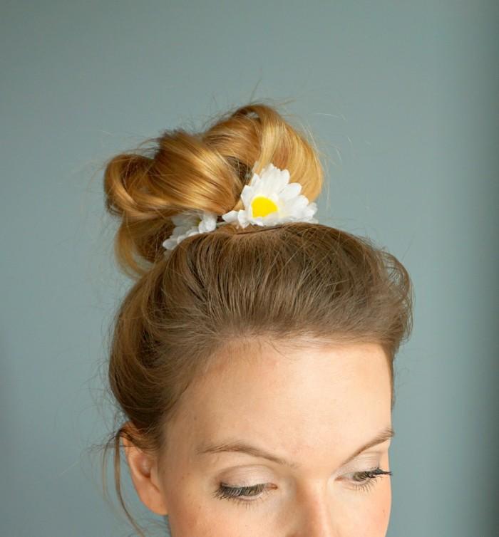stirnband-naehen-mit-geiseblumen-in-hochsteck-frisur