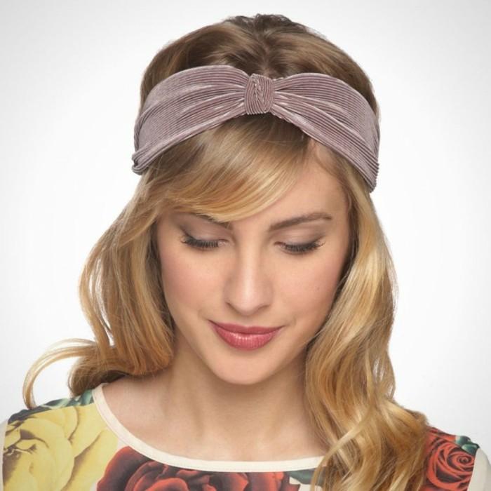 stirnband-selber-naehen-lila-band-auf-blondes-haar