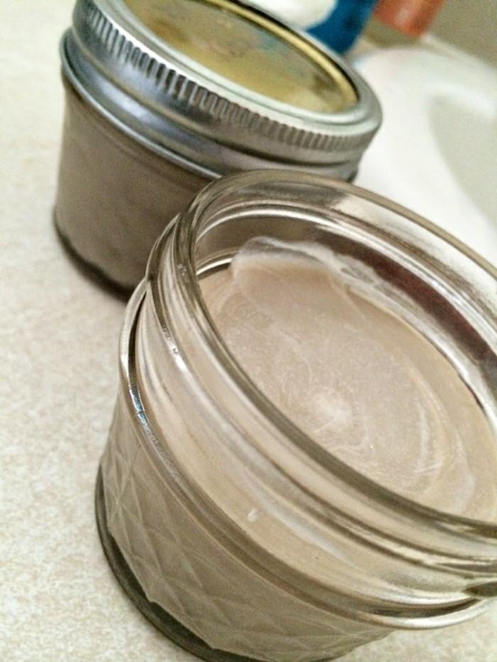 aluminiumfreies-deo-creme-in-grauer-farbe