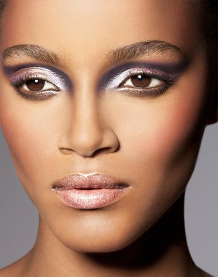 augen-make-up-lidschatten-lilafarbe-lipgloss-rosa-model