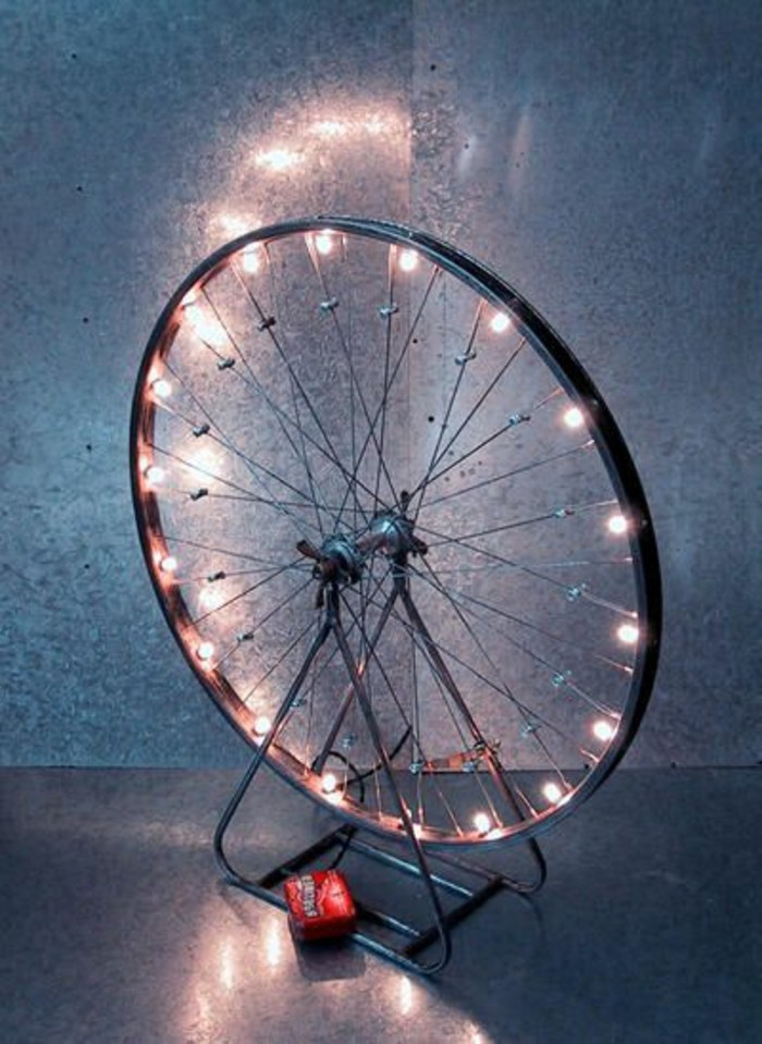 ausgefallene-lampen-fahrradreifen-mit-beleuchtung