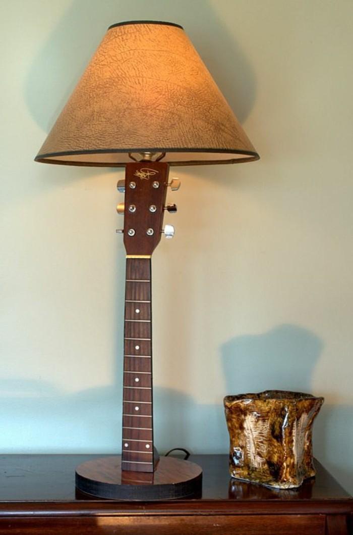 ausgefallene-lampen-stehlampe-aus-guitar-tisch-licht