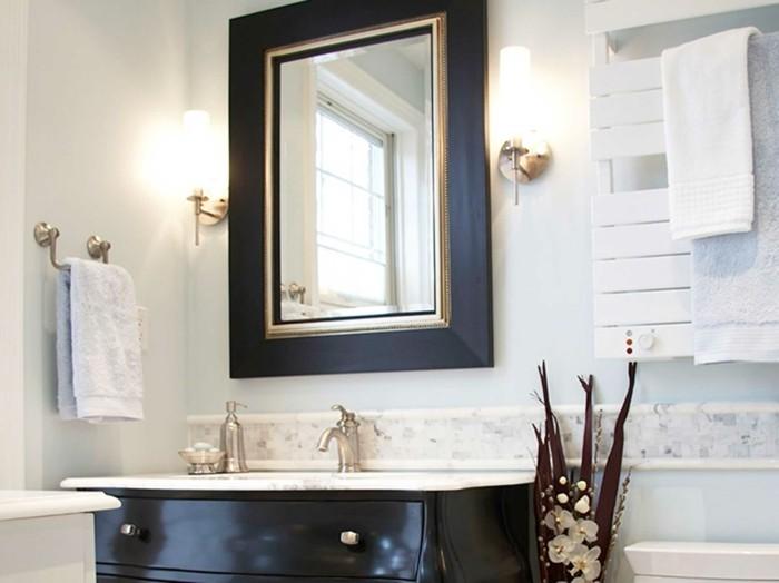 badezimmer-landhausstil-waschtisch-und-badspiegel
