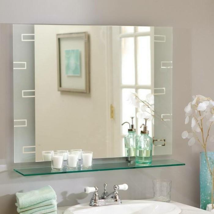 badspiegel-mit-regalflaeche