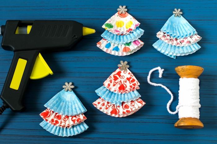 bastelbedarf weihnachtsbaumschmuck selber machen heißklebepistole cupcake formen diy ideen