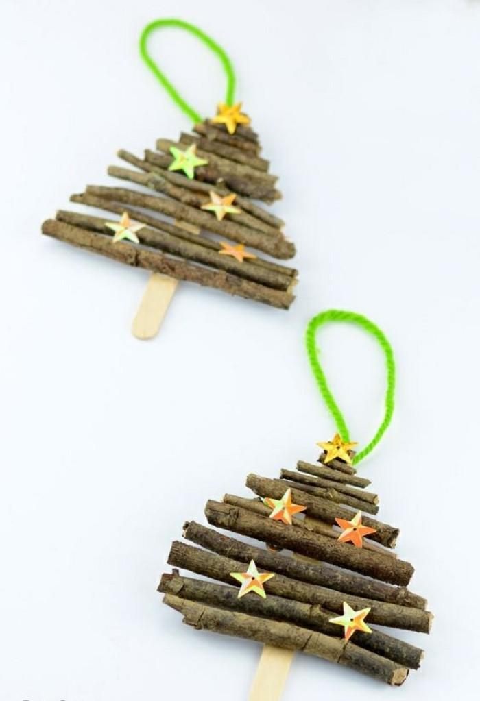 bastelideen-weihnachten-holz-kleine-weihnachtsbaume-gruner-faden-goldene-sterne