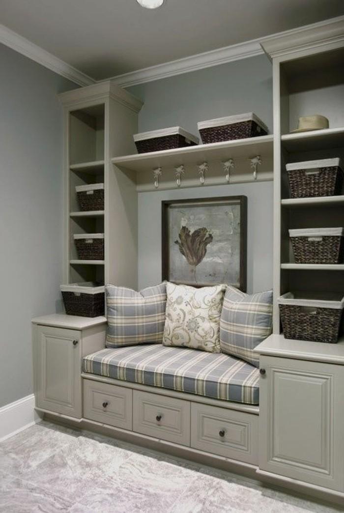begehbare-kleiderschraenke-couch-kasten-regale-grau-braun