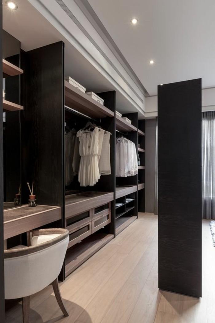 Begehbarer Kleiderschrank Dunkelbraun Und Weiss Dekoration