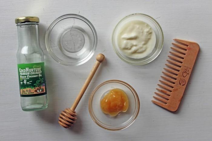 beste-haarkur-aus-kokos-eigelb-und-hoenig-ruehren-kaemmen-sich-nachdem