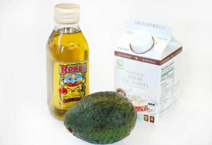beste-haarkur-mit-rosen-oel-avokado-fluessiges-eiweiss-gegen-hausausfall