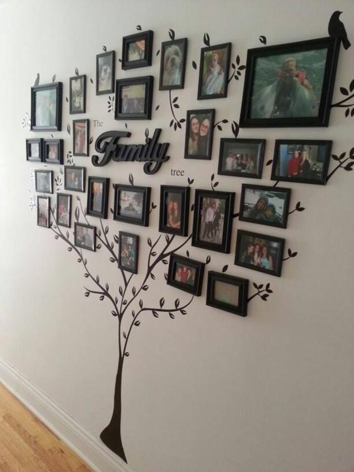 bilderrahmen-wand-familienbaum-mit-fotos-graue-wand-boden-aus-holz