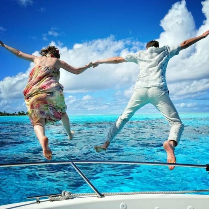 ins wasser springen tolle aktivitäten während des urlaubs