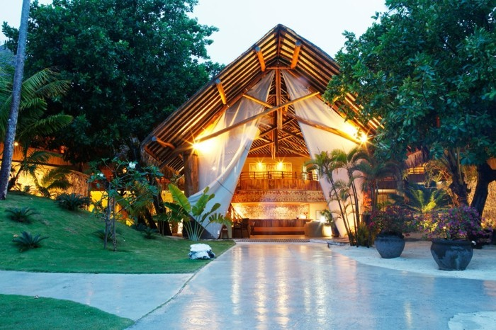 bora-bora-insel-tolles-haus-luxuserlebnisse-auf-einer-exotischen-insel-häuschen-licht-abend-haus