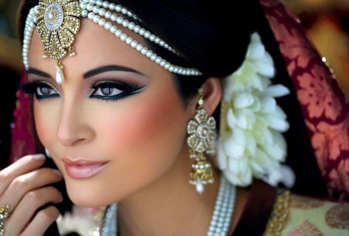 braut-make-up-asische-frau-verschiedenes-make-up-schminke-schmuck-idee-fuer-make-up