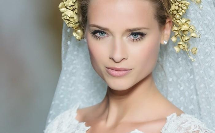 braut-make-up-gold-kranz-braut-lidstrich-wimpern-weisses-kleid-elegant