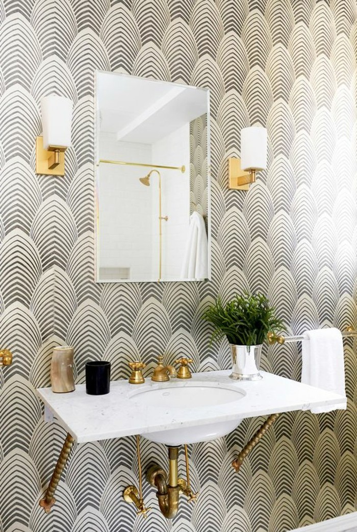coole-muster-badezimmer-weiser-waschbecken-eckiger-spiegel-lampen-pflanze-tapete