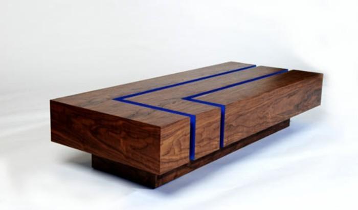 couchtisch-massivholz-blaue-led-lichter-ohne-beine-gross-niedrig-couchtisch-nussbaum