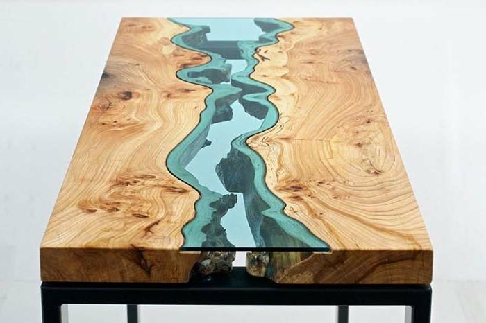 couchtisch-massivholz-in-kombination-mit-gefaerbtem-glas-in-blau-metallbeine