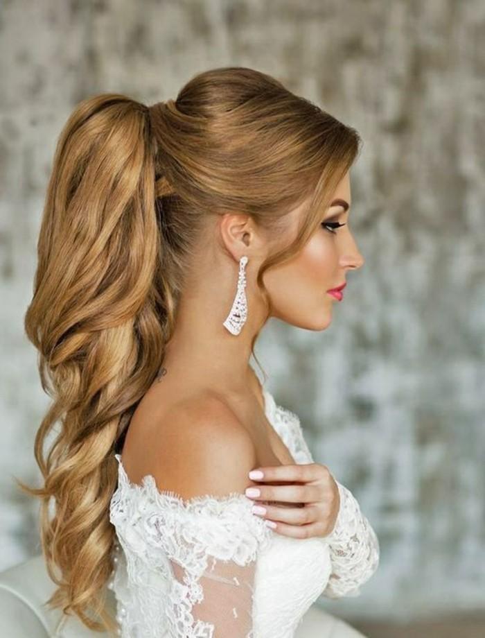 damenfrisuren-lange-blonde-lockige-haare-braut-hochzeit-manikure-make-up-kleid