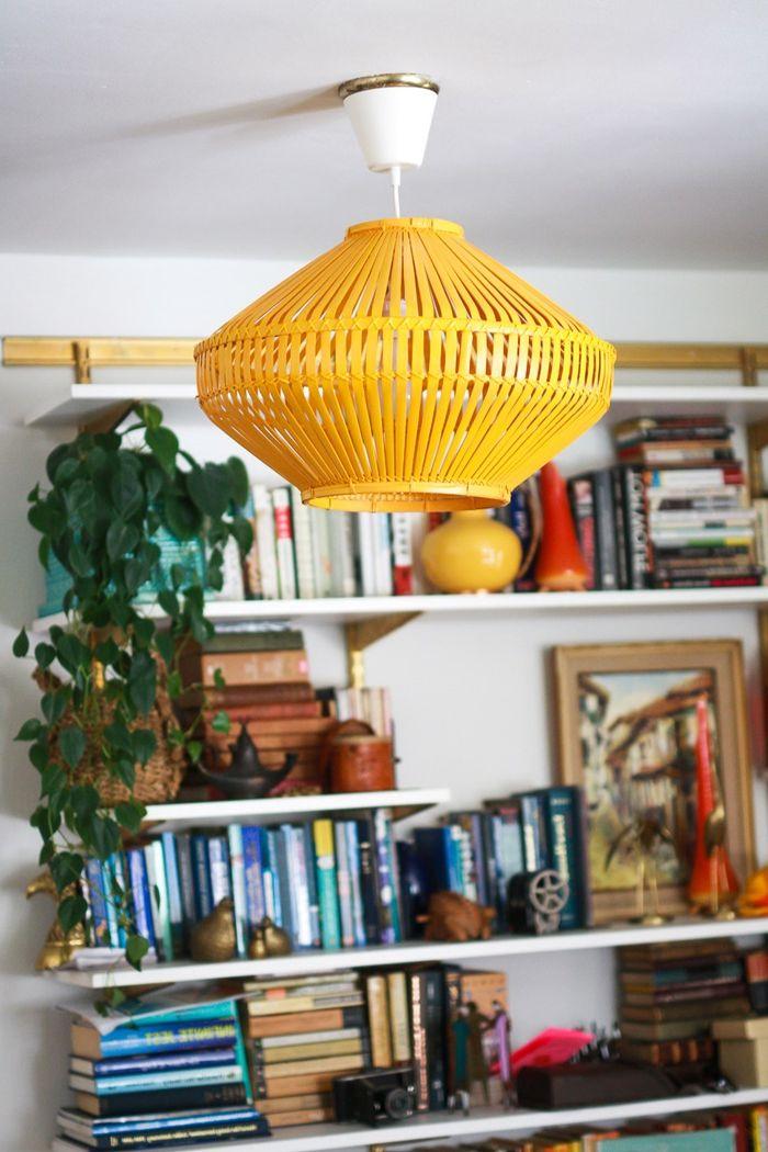deckenlampe selber bauen lampeschrm aus orangenfarbenem rattankorb selbstgemachte lampe einzigartige deko