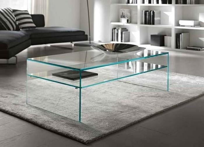 designer-couchtische-modern-glas-zwei-faecher-tischdeko-plueschteppich-schwarze-eckcouch-stehlampe-weisser-buecherregal