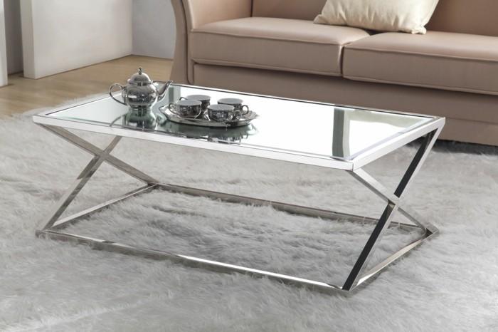 designer-couchtische-viereckig-glas-und-metall-weisser-plueschteppich-holzboden-ledercouch-beige