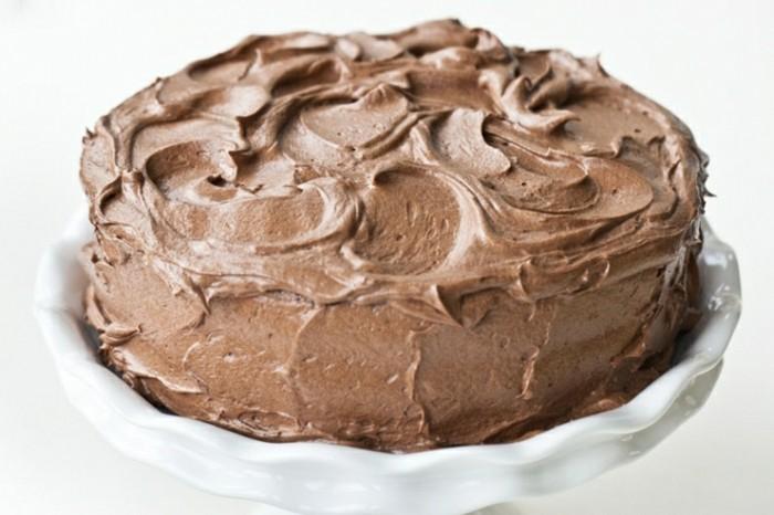 dessert-zu-weihnachten-einfacher-nachtisch-schokoladentorte-mit-buttercreme-guss