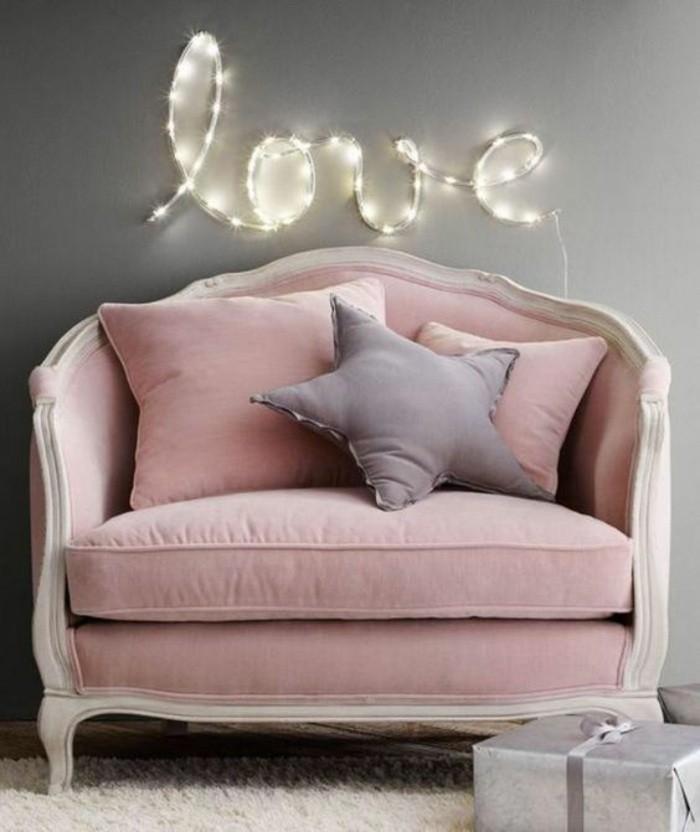 diy-deko-rosa-retro-sesselteppich-graue-wand-buchstaben-beleuchtung