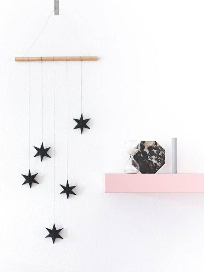 diy-deko-weise-wand-schwarze-sterne-aus-papier-dekoartikel-rosa-regal