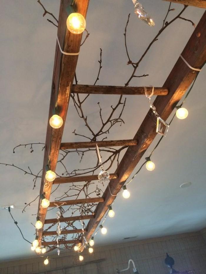diy-lampe-alter-holzerner-leiter-mit-vielen-lampen