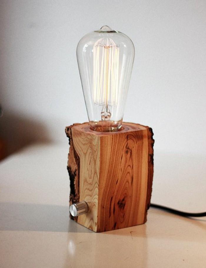 diy-lampe-aus-holz-selber-machen-tisch-weise-wand