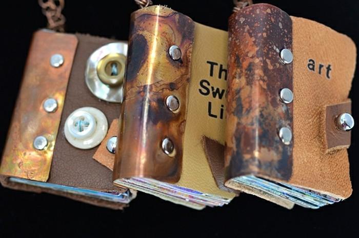 drei-steampunk-buecher-mit-einband-aus-leder-und-metal