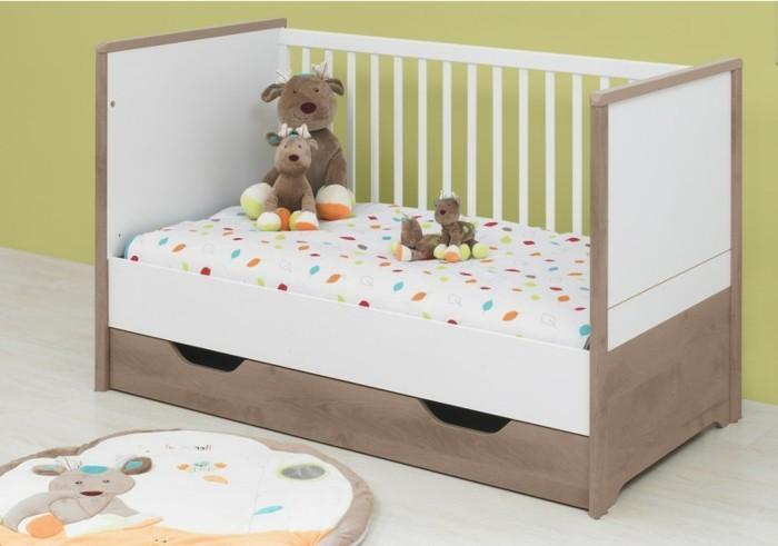 exklusive-babybette-bettsofa-zimmeriade-ohne-sicherheitsgitter-mit-bettkasten-plueschtiere-aus-holz-teppich-kinderzimmer
