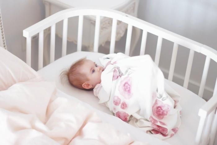 exklusive babybetten sorgen f r exklusiven komfort. Black Bedroom Furniture Sets. Home Design Ideas