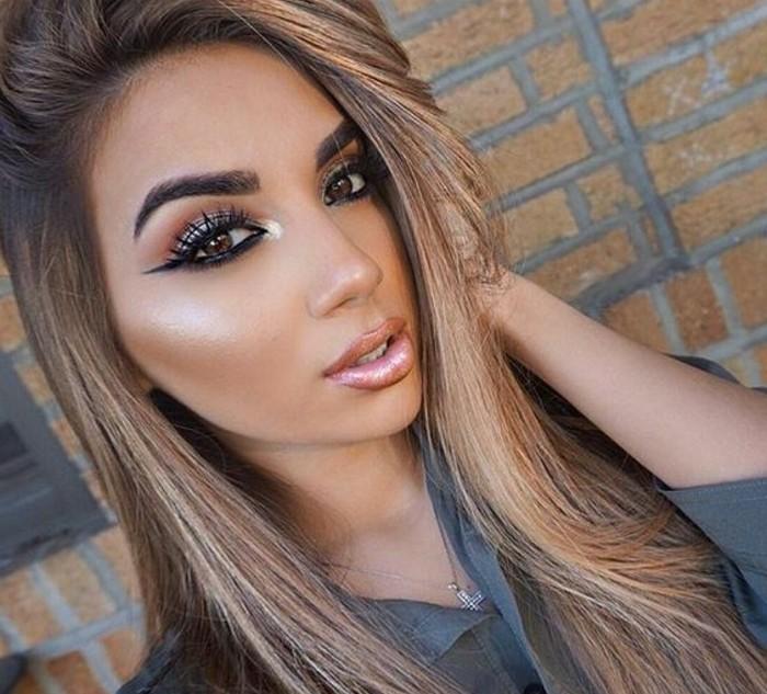festliches-make-up-lidstrich-konturen-highlighter-lipgloss