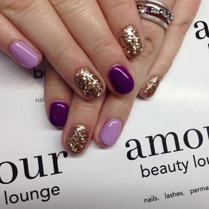 fingernageldesign-silverster-lila-goldene-glitzer-finger-nagel-ringe-manikure