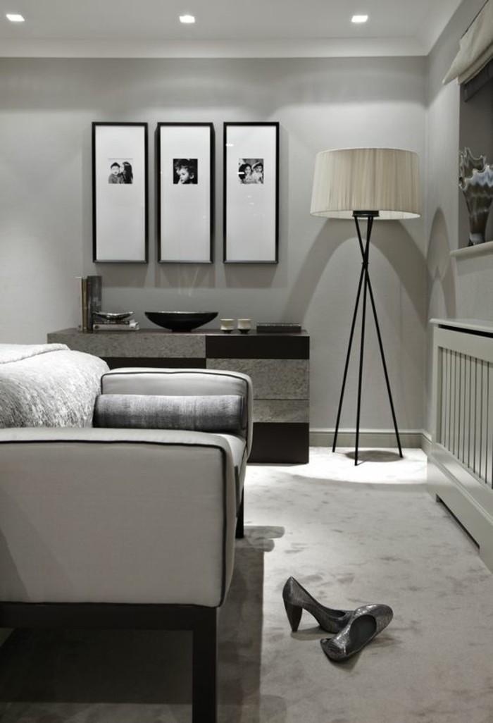 fotowand-ideen-fotos-lampe-sofa-schuhe-mit-hohen-absatzen