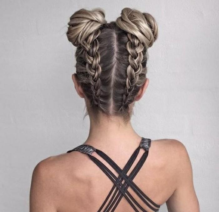 frisuren-damen-blonde-haare-zopfe-schwarzer-kleid-frau-frisieren-haare