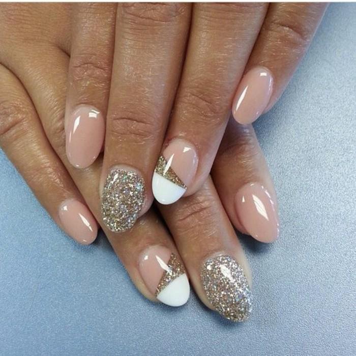 gelnagel-glitzer-beige-gold-geometrische-figuren-manikure-nagel