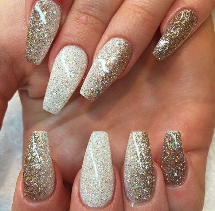 gelnagel-glitzer-silvester-lange-nagel-manikure-silber-und-gold